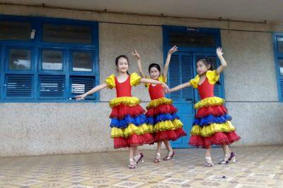 Học sinh múa võ